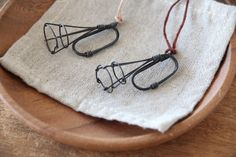 ワイヤーでできた、とてもシンプルなラッパです。お好みで、紐を付け替えていただきネックレスなどとして、使用するのもおすすめです。*付属の革紐は、ベージュとブラウ... ハンドメイド、手作り、手仕事品の通販・販売・購入ならCreema。
