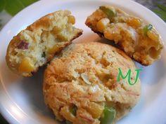 Biscuits de maíz. Ver receta: http://www.mis-recetas.org/recetas/show/20385-biscuits-de-maiz