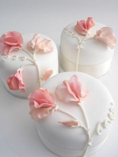 Peach Sweet Peas on White Fondant Individual Cakes