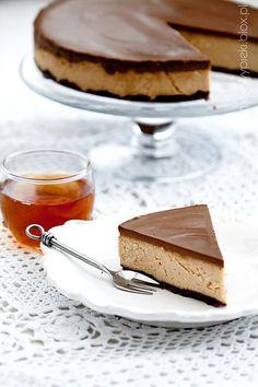 Sernik z masłem orzechowym i czekoladą