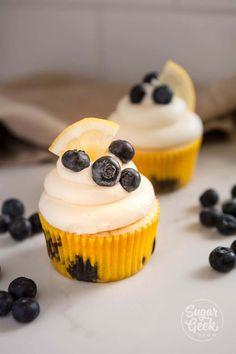 This moist and velvety lemon blueberry cake is bursting with lemon flavor, fresh blueberries and tangy cream cheese frosting! Blueberry Buttermilk Cake Recipe, Lemon Blueberry Cupcakes, Summer Dessert Recipes, Lemon Desserts, Easy Desserts, Cake Pan Sizes, Lemon Cream Cheese Frosting, Tall Cakes, Summer Cakes