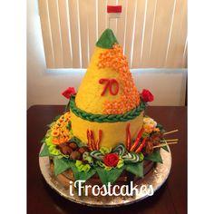 Tumpeng cake Yellow Rice, Indonesian Food, Cute Diys, Creative Food, Bento, Allrecipes, Food Styling, Food Art, Gingerbread