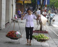 ベトナム、ハノイ(2005年)  天秤棒のおばちゃん