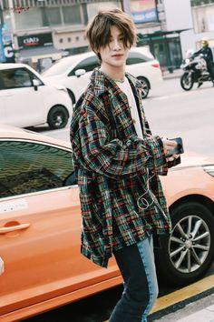 Korean Boys Hot, Korean Boys Ulzzang, Cute Korean, Cute Asian Guys, Asian Boys, Asian Men, Pretty Men, Pretty Boys, Short Hair Korea