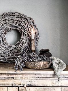 Et kig på Jill & De Wemelaer Wabi Sabi, Natural Living, French Country Cottage, Transitional Decor, Nature Crafts, Interior Styling, Interior Decorating, Seasonal Decor, Decorative Accessories