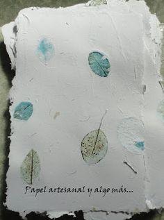 Papel Artesanal y algo mas...: Nuevos papeles. Está realizado totalmente de manera artesanal, con esqueletos de hojas naturales en los tonos fuccia y celeste. posted on march 2011 (papeldelviento.blogspot)