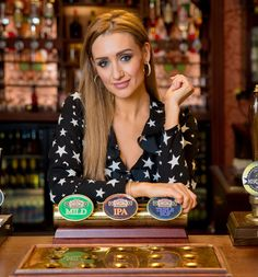 All the latest Coronation Street, Emmerdale, EastEnders, Hollyoaks, Neighbours and Home and Away spoilers. Coronation Street Cast, Coronation Street Spoilers, British Drama Series, Pink Short Hair, Date And Walnut Cake, Catherine Tyldesley, Tribute, Hollyoaks, Soap Stars