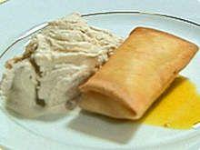 Tortinha-de-banana-com-sorvete-de-canela-e-calda-de-laranja