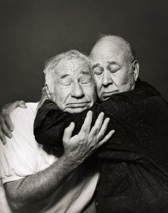 Mel Brooks & Carl Reiner - Mel brooks films are just hilarious! Love his movies♡ Carl reiner was a talented and funny comedian. I love this pic of the two :)- liza Funny People, Good People, Funny Men, Funny Kids, Funny Drunk, Funny Family, Classic Hollywood, Old Hollywood, Carl Reiner