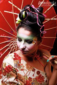 AMPARADA EN UNA SOMBRILLA ROJA. Modelo: Adina Avran. Maquillaje y Peluquería: Artyx Make Up Hair. Vestuario: Sara Vidigal.  Realizamos BOOKS FOTOGRÁFICOS Y RETRATOS, para ti, para tu hij@, para pre-mamás, para actrices-actores, artistas, modelos, para tod@s. TSolicita información sin compromiso en fotoalavista@alavistacreatividad.com.   #BooksDeFotografía #Retratos #FotografíaDeModelos #FotografíaEnEstudio #FotografíaDeModa