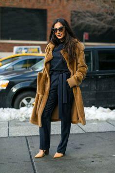 New York Fashion Week Street Style Fall 2017 - Street Style at New York Fashion Week 2017... - Fall-Winter 2017 - 2018 Street Style Fashion Looks