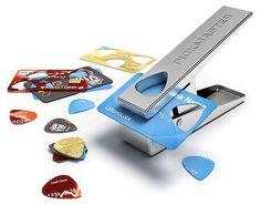 これは便利。クレジットカード、免許証...あらゆるプラ板からギター・ピックを作成 | DDN JAPAN
