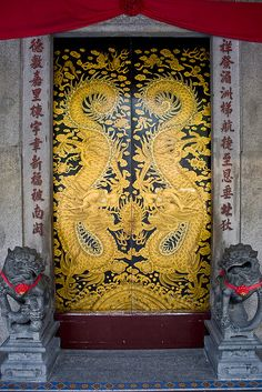 Chinese temple doors by Keith Kelly on Flickr.