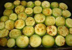Nejlon zacskóba teszi a cukkini karikákat, majd folytatja! Ezt hogy nem ismertük eddig? Cucumber, Zucchini, Vegetables, Recipes, Food, Youtube, Essen, Vegetable Recipes, Eten