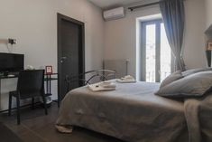 #BAndBNaplesItaly: Napajè, 901 m from Maschio Angioino, offers parking, airport shuttle, shared terrace, family rooms, flat-screen TV, free WiFi...