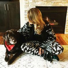 LulaRoe Mimi and Halloween Leggings Chocolate Labrador Fireplace #cozy #lularoelizkeenan #chasinglulas #lularoehalloween
