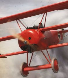 The Fokker Dr.I, particularly Ricthofen's red Dr.I, is synonymous with World War I . Ww2 Aircraft, Fighter Aircraft, Military Aircraft, Luftwaffe, Fokker Dr1, Manfred Von Richthofen, Aviation Decor, Drones, Airplane Art