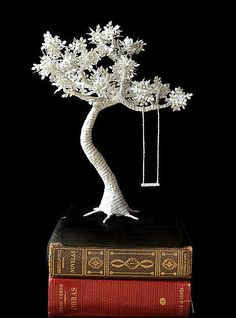 Made with book paper and wire. The whole sculpture rests on a wooden black painted base with protection for your furnitures. Paper Tree with swing on wood Paper Sculpture Paper Tree, 3d Paper, 3d Pen Stencils, Book Art, 3d Drawing Pen, Stylo 3d, Libros Pop-up, Book Sculpture, Collages