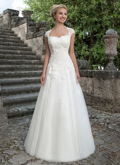 The lace Queen Anne detachable jacket, sweetheart beaded lace bodice and full tulle skirt of this ball gown create a classic, princess look. https://www.sinceritybridal.com/wedding_dress/3906