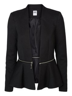 Shop from our collection of blazers at the official VERO MODA online shop. Office Outfits Women, Summer Outfits Women, Summer Fashions, Woman Outfits, Peplum Blazer, Long Blazer, Dresses For Teens, Club Dresses, Midi Dresses