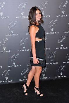 Pin for Later: Ratet mal was der Dresscode bei der größten Party der Pariser Modewoche war Julia Restoin Roitfeld Als Tochter der Gastgeberin erschien auch Julia ganz in schwarz und zeigte entsprechend viel Haut.