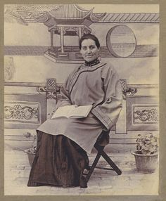 Elen Endresdtr. Søyland, my grandfathers sister. Missionary in China. This picture is photoshoppet due to missing corner and a torn original.
