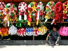 In the Philippines, the paról has become an iconic symbol of the Filipino Christmas and is as important to Filipinos as the Christmas Tree is to Western cultures. Many communities, such as villages, schools, and groups hold competitions to see who can make the best paról.  One such event is the annual Giant Lantern Festival in Pampanga, which attracts various craftsmen from across the archipelago. #HotelREZChristmas #Philippines #Parol #Pampanga