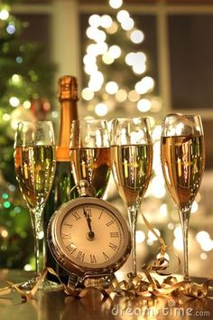 2017 New Year's Eve Decorating Ideas - Everyone roughly has a soft spot for the last three months of the year because they are full of holidays and fun times. - new_year_christmas_glasses_champagne . Happy New Year 2016, New Years 2016, Dec 2016, New Year's Eve Celebrations, New Year Celebration, Photos Nouvel An, Top Image, Christmas Glasses, New Year Pictures