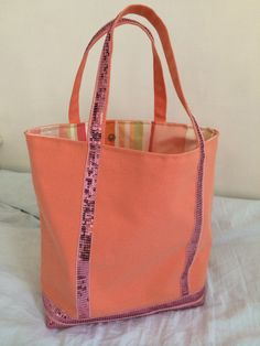Une journée avec Astrid – Un sac DIY – Clem Around The Corner Diy Backpack, Diy Tote Bag, Diy Purse, Tote Bags, Coin Couture, Couture Sewing, Vanessa Bruno Bag, Sewing Online, Diy Sac