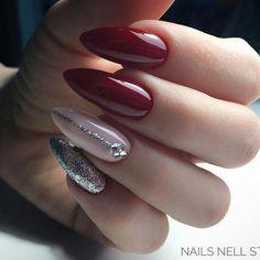 Nail art Christmas - the festive spirit on the nails. Over 70 creative ideas and tutorials - My Nails Red And Silver Nails, Red Nails, Fabulous Nails, Perfect Nails, Cute Nails, Pretty Nails, Nagel Hacks, Nails Polish, Hair Skin Nails