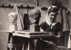 Louise Bourgeois at the Académie de la Grande-Chaumiére, Paris,   1937, Photo: Louise Bourgeois Archive