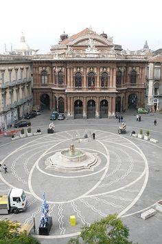 Catania in Piazza teatro Massimo #TuscanyAgriturismoGiratola