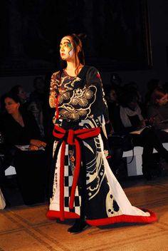 Kansai Yamamoto Anti Fashion, 70s Fashion, Fashion Shoot, Fashion Brands, Kansai Yamamoto, Wrap Coat, Haute Couture Fashion, Catwalk, Wrapping