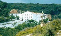 Pasa de ermita a Santuario: en ella se recoge la imagen de la patrona de los espeólogos: La Virgen de la Cueva Santa, Altura, Castellón.