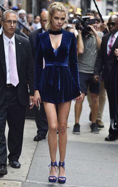 Preciosas ideas de look con vestido de terciopelo Lo mejor de Street Style