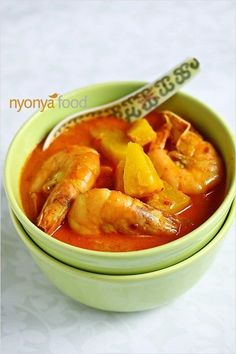 Pineapple Prawn Curry (Udang Masak Lemak Nenas) - Packed with flavor and aroma from the spices, and sweetness from the prawn and pineapple. Prawn Recipes, Curry Recipes, Fish Recipes, Seafood Recipes, Indian Food Recipes, Asian Recipes, Chicken Recipes, Cooking Recipes, Healthy Recipes