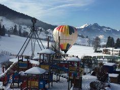 Am Zahmen Kaiser steigen die Ballons!! Wir wünschen eine tolle, unvergessliche Fahrt! Kaiser, Ferris Wheel, Fair Grounds, Train, Amazing, Vacation, Nice Asses, Germany, Strollers