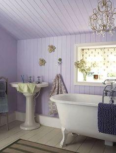 Lavendar clawfoot tub bathroom