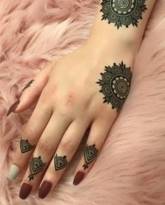 Henna loves every girl And girls love henna very passionately. Bring in today a very beautiful henna design for hands. The henna design is very beautiful and. Henna Hand Designs, Eid Mehndi Designs, Mehndi Designs Finger, Mehndi Designs For Beginners, Modern Mehndi Designs, Mehndi Design Pictures, Mehndi Designs For Fingers, Beautiful Mehndi Design, Latest Mehndi Designs