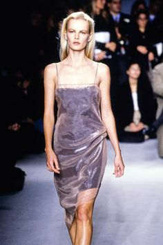 Calvin Klein Collection Spring 1997 Ready-to-Wear Fashion Show Details Fashion 90s, Runway Fashion, High Fashion, Fashion Show, Vintage Fashion, Fashion Design, Calvin Klein Collection, Celebrity Red Carpet, Red Carpet Dresses