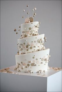 the silhouette of the wedding cake should be a spiral so that the bubble decorations could flow effortlessly to the top