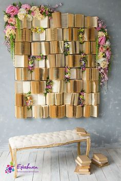 What to do with old books? You can use them as wall decor. Here you can find many creative DIY wall art projects with used books. An amazin home decor idea. home accents 11 Old Book Decoration Ideas Diy Wall Art, Diy Wall Decor, Diy Home Decor, Creative Wall Decor, Flower Wall Decor, Wall Décor, Art Decor, Party Wall Decorations, Diy Wand