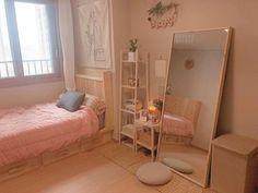 Small Room Bedroom, Room Ideas Bedroom, Bedroom Decor, Study Room Decor, Minimalist Room, Pretty Room, Aesthetic Room Decor, Cozy Room, My New Room