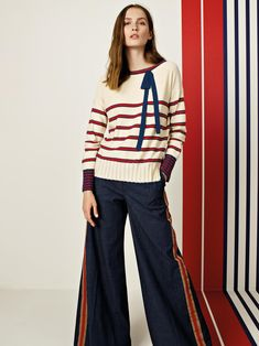 Un look casual e glamour al tempo stesso  #ferrante #moda #newcollection #ss18 #glamour #fashion #photooftheday #madeinitaly Look Casual, Spring Summer 2018, Pants, Women, Fashion, Moda, Trousers, Fashion Styles, Women's Pants