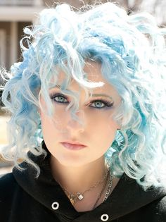 I'm completely loving this look - I rarely see girls with funky hair colors who also have curly hair :)