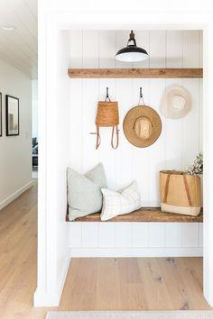 Straw hat days are comin' ☀️ design: 📷: Decoration Entree, Cosy Home, Style Me Pretty Living, Laguna Beach, Küchen Design, Relax, Home Interior, Interiores Design, Cheap Home Decor