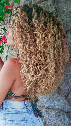 Curls, curls& more curls