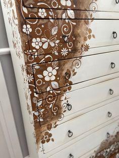 Stencil, sfumature e contrasti Stencil, Antiques, Furniture, Home Decor, Antiquities, Antique, Decoration Home, Room Decor, Stenciled Table