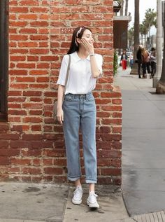 Favored Spring Outfit Trends Ideas For 2019 - Putting together your spring fashion wardrobe is a lot of fun. After months of dark colors and heavy fabrics you now are able to put together an outfi. Fashion Trends 2018, Celebrity Fashion Outfits, Korean Fashion Trends, Fashion Models, Celebrity Style, Fashion Belts, Modest Fashion, Fashion Watches, Fashion Designers