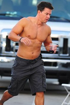 Mark Wahlberg buffs up for his new film 'Pain and Gain'